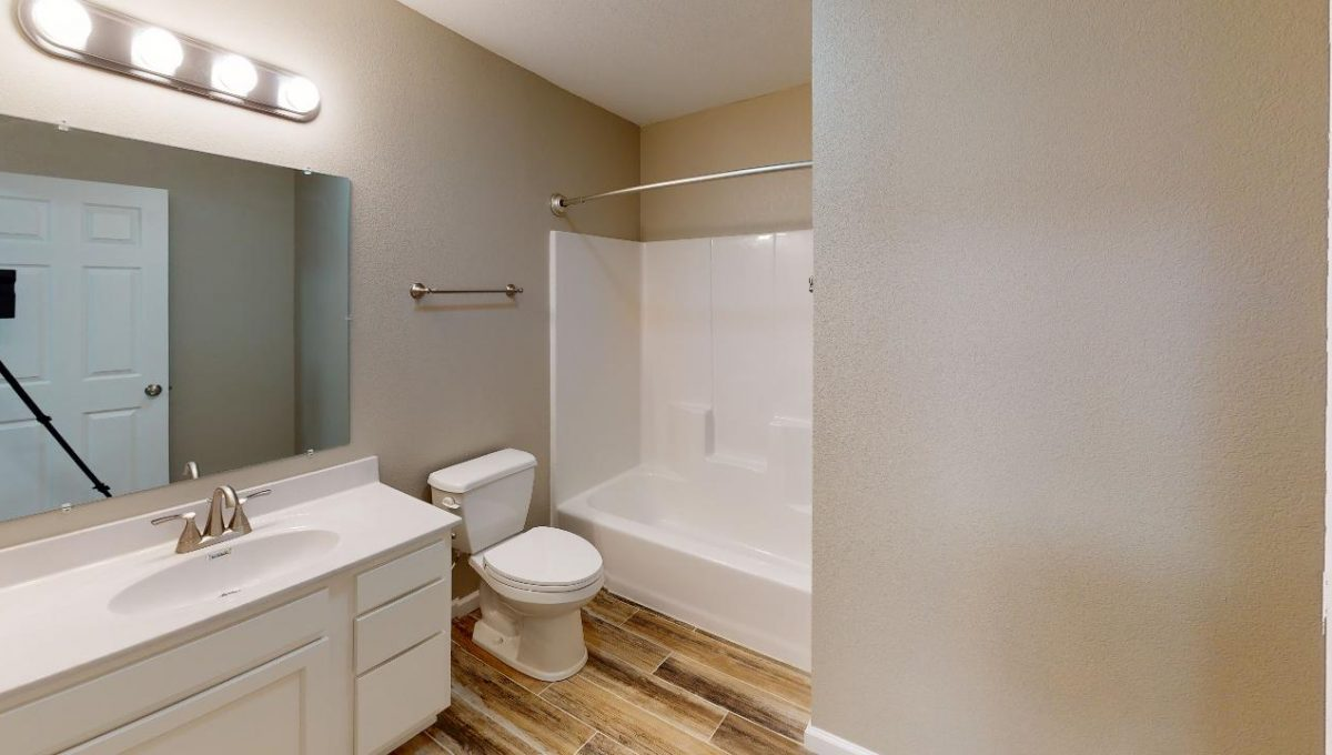 1201-Rex-B-Bathroom